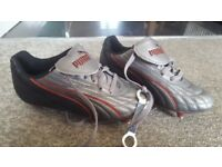 brand bew size 4 football/rugby boots