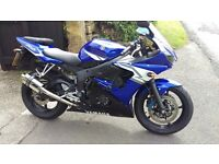 2005 blue yamaha R6 (ONLY 7,300 MILES)