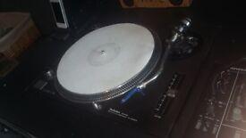 2x Technics SL 1210 mk2 Turntables