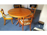 A GREAT QUALITY ANTIQUE STYLE WALNUT VENEER DINING TABLE AND 4 CHAIRS GOOD USED CONDITION