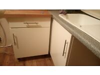 Cream gloss kitchen cabinets in really good condition, comes with hinges and handles