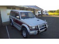 mitsubishi pajero l.w.b, 1994 registration, 2800 cc turbo diesel, automatic, covered 105,000 miles