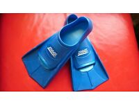 Zoggs training fins size 2.5-3 VCG