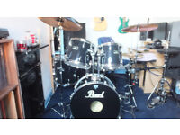 PEARL FORUM FIVE PIECE DRUM KIT PLUS CYMBALS AND STANDS