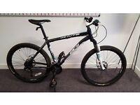 Whyte 801 2013 Mountain Bike in Large. Used but in impeccable condition. Bought for £800 new.