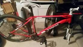 Trek 4700 d mountain bike
