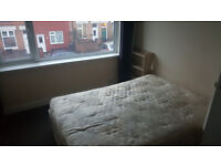 Lareg Double Room to Let in Leicester £65.00 per week including bills