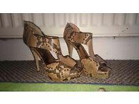 Size 7 Nine west peep toe heels