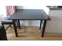 Extendable dining table + 2 chairs + 2 extra folding chairs