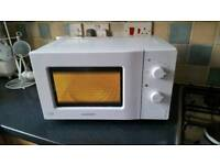 Clean Daewoo Microwave (delivery available)