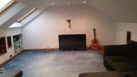 Two storey flat to rent 2/3 large attic conversion quiet area. Amazing view