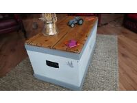 Pine kist (chest) / coffee table