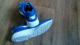 Nike mens running trainers size 10 / 45 nearly new