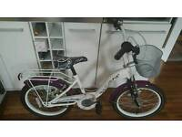 Girls Bike in Immaculate Condition, age 6-9 years