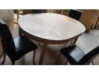 Collection Clifton Extendable Table & 4 Chairs - Black ( scratches)
