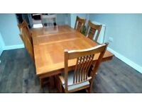 Medium Oak coloured Extendable Dining table and 6 matching chairs