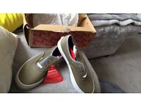 Size 3 unisex vans new with tags and box