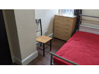 Beautiful Room To Let Near Ilford Station with Billls £425