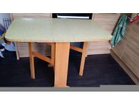 Drop leaf Gateleg table
