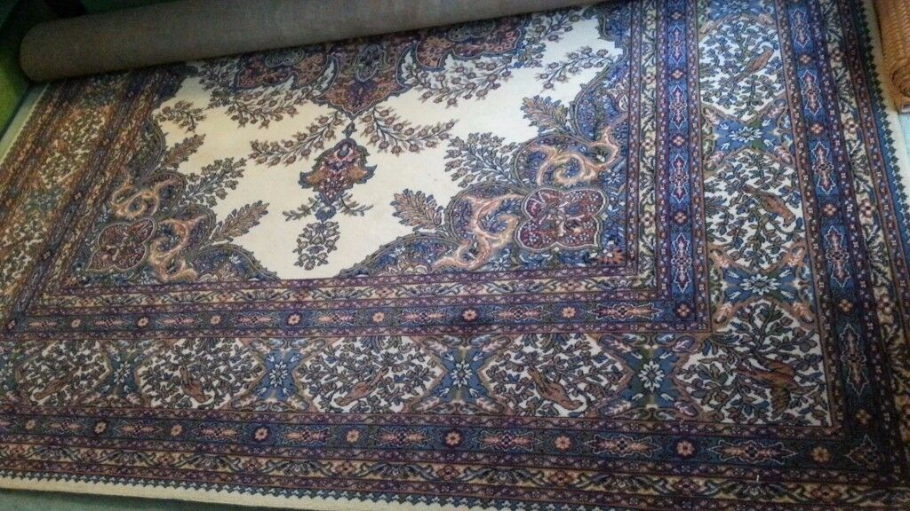 Wilton Axminster type 100% wool persian style patterned carpet 12 foot by 9 foot !2x9