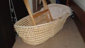 Moses basket with a stand