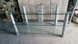 Large glass tv uit