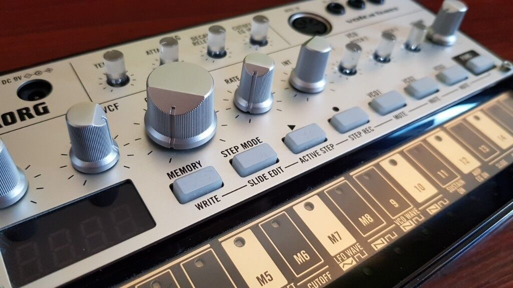 Korg volca bass 6 months old with original box & manual   #1777947098.