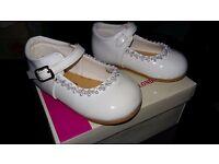 Girls White Spanish Shoes Size 4