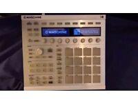 Native Instruments Maschine Mk2 (White) w/ Software + KOMPLETE Elements