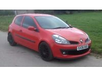 RENAULT CLIO 1.2 EXTREME, FULL YEARS MOT, DRIVES GREAT AND GOOD ON FUEL, CHEAP INSURANCE......£1050