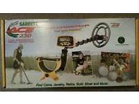 Garrett ace 250 metal detector great condition used a handful of times and box great for Christmas