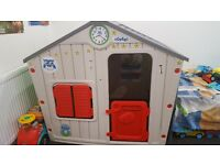 Lovely children's playhouse (like new)