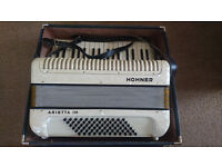 72 Bass Hohner Arietta IM Piano accordian in pearlescent cream. All in good working order.