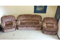 BROWN PATTERNED 3 SEATER SOFA AND 2 ARMCHAIRS
