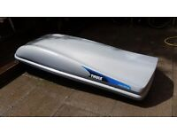 Thule Evolution 900 Extra Large Roof Box (600 Litre) with Thule Roof Racks - Keys Included