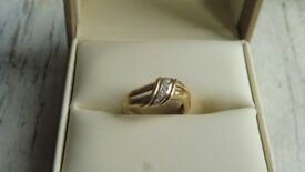 Superb 9ct gold and diamond ring size K 1/2 fully hallmarked for 9ct gold and diamond