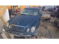 breaking mercedes all parts available just ask for prices