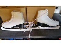 Decathlon skates in good used condition size 6 uk.can deliver oe post!
