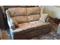 Cottage style 3 piece suite. Very good condition