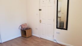 Studio flat 700/month with bills included