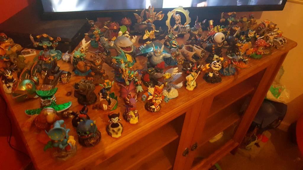 65 Skylanders figures xbox PlayStation ps4