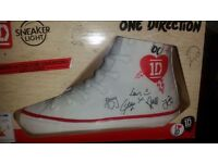 ONE DIRECTION SNEAKER LIGHT COLOUR CHANGING NEW IN BOX