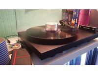 Project Debut Carbon Turntable With Ortofon 2M Silver Cartridge