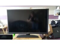32 INCH TV WITH BUILT IN FREEVIEW