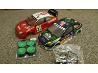 2x RC CAR Bodyshells + Wheels