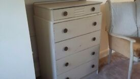 Beautiful vintage chest of drawer