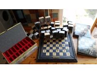 LORD OF THE RINGS EAGLEMOSS CHESS SET BOARD AND PIECES WITH DISPLAY CASES ,MAGAZINES ,BOXES