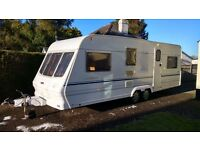 LIGHTWEIGHT 5 BERTH TWIN AXLE CARAVAN, 25FT LONG BUT ONLY 1060KGS! EXCELLENT CONDITION THROUGHOUT.