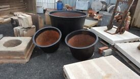 Large reclaimed cast iron cauldren/planter/pot/tubs