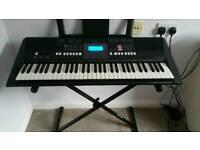 Ymaha PSR E423 Komplete Keyboard starter package
